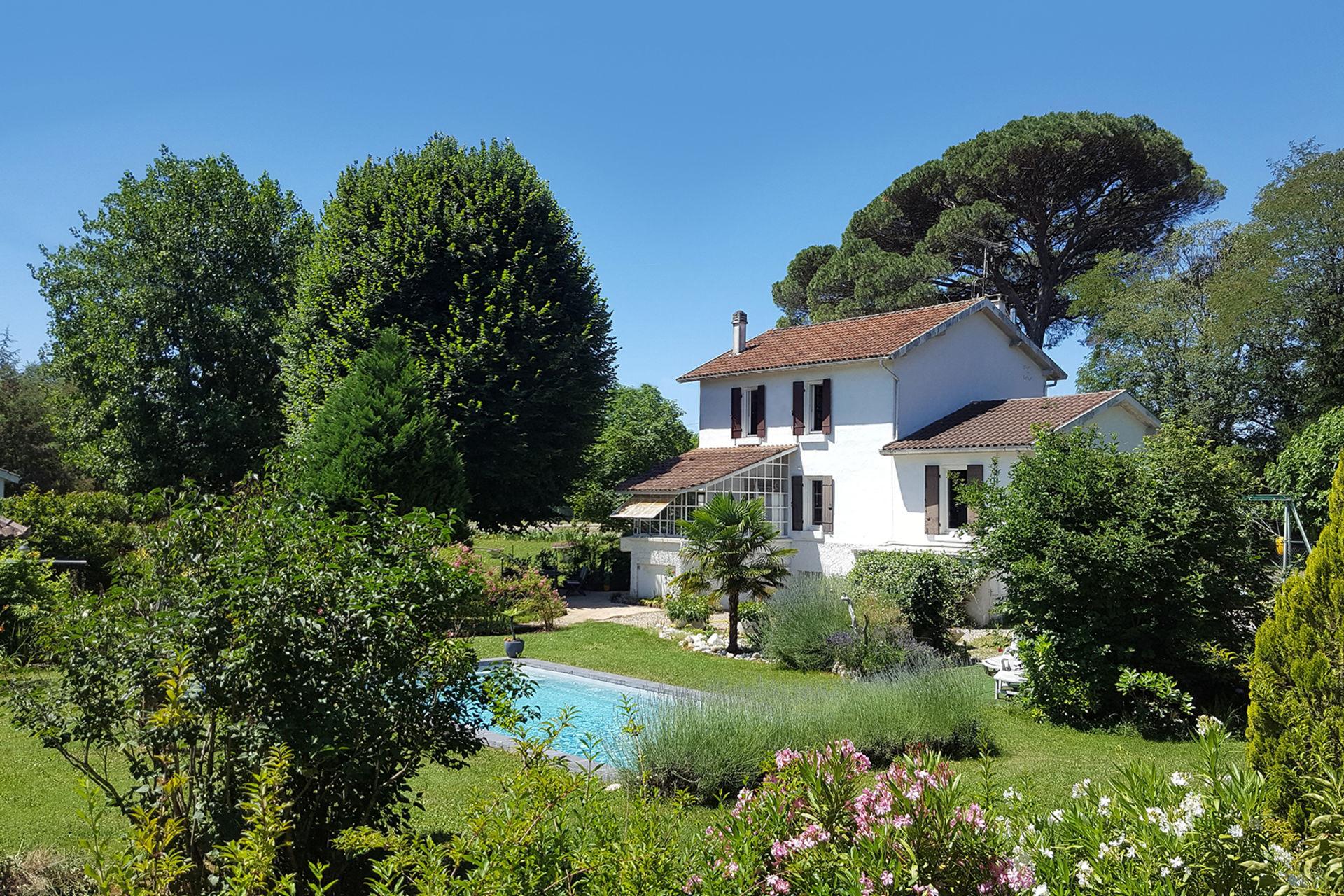 Acheter 39 ensemble de 2 maisons avec piscine au soleil du for Acheter maison dans le sud de la france