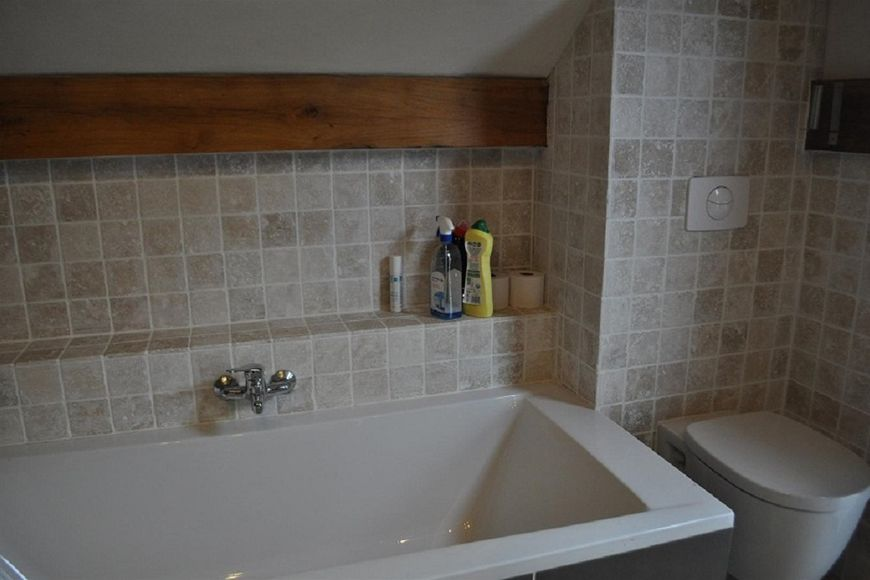 Vakantiehuis frankrijk huren bekijk alle vakantiehuizen - Badkamer met ligbad ...