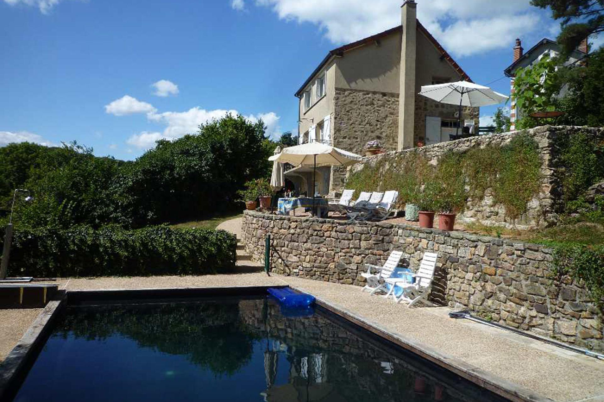 Zwembad In Huis : Bekijk vakantiehuis huis met zwembad in nièvre bourgogne gites