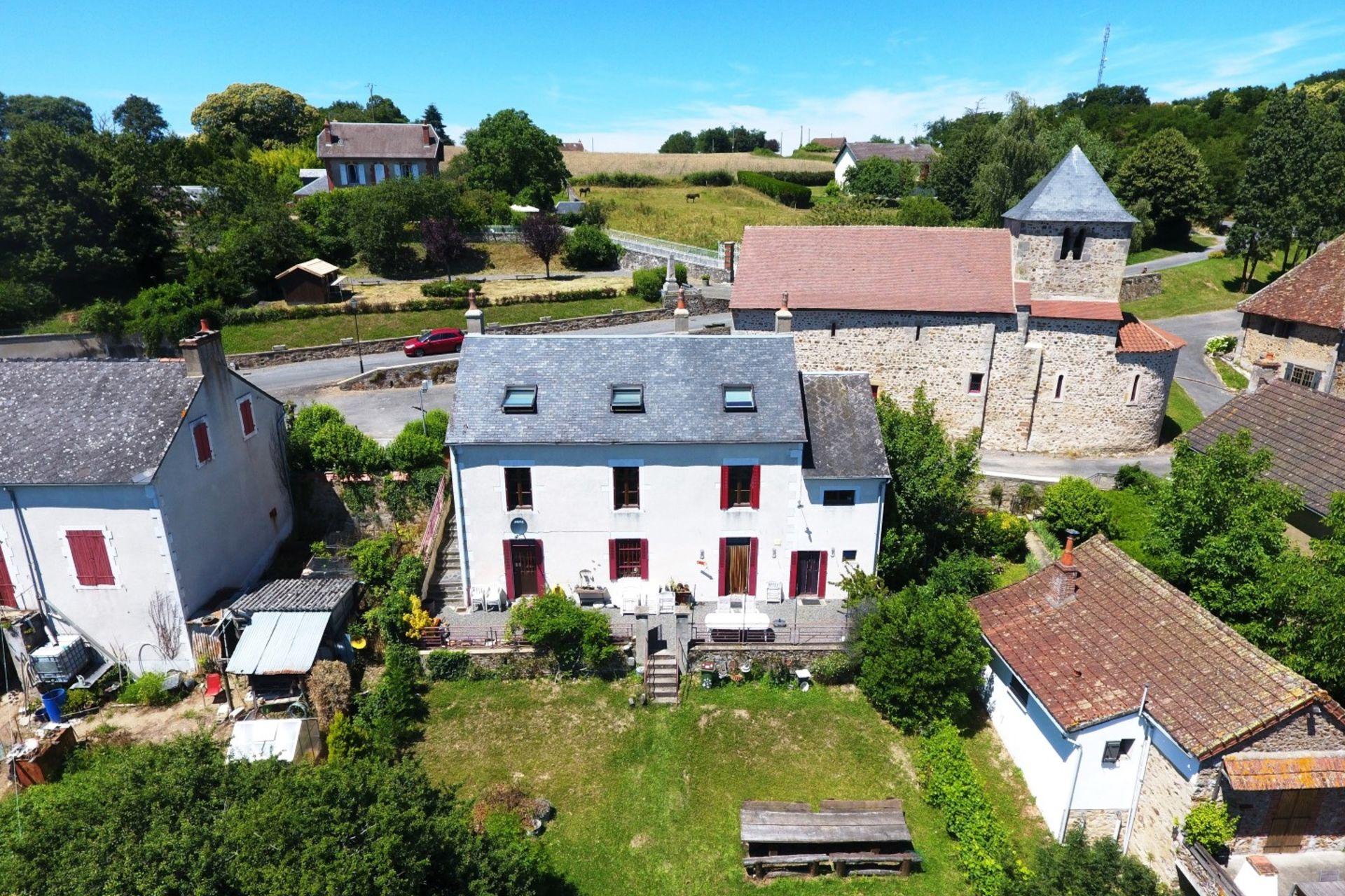 Huizen Verhuur Frankrijk : Koop ruim familiehuis met gîte voor de verhuur in bourgogne