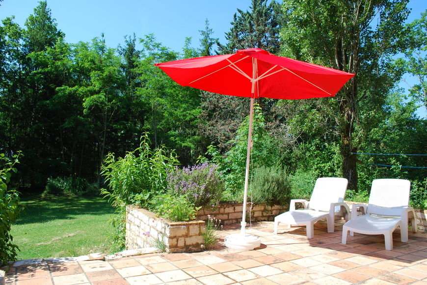 Bekijk vakantiehuis maison les bois in dordogne aquitaine - Zwembad onder het terras ...