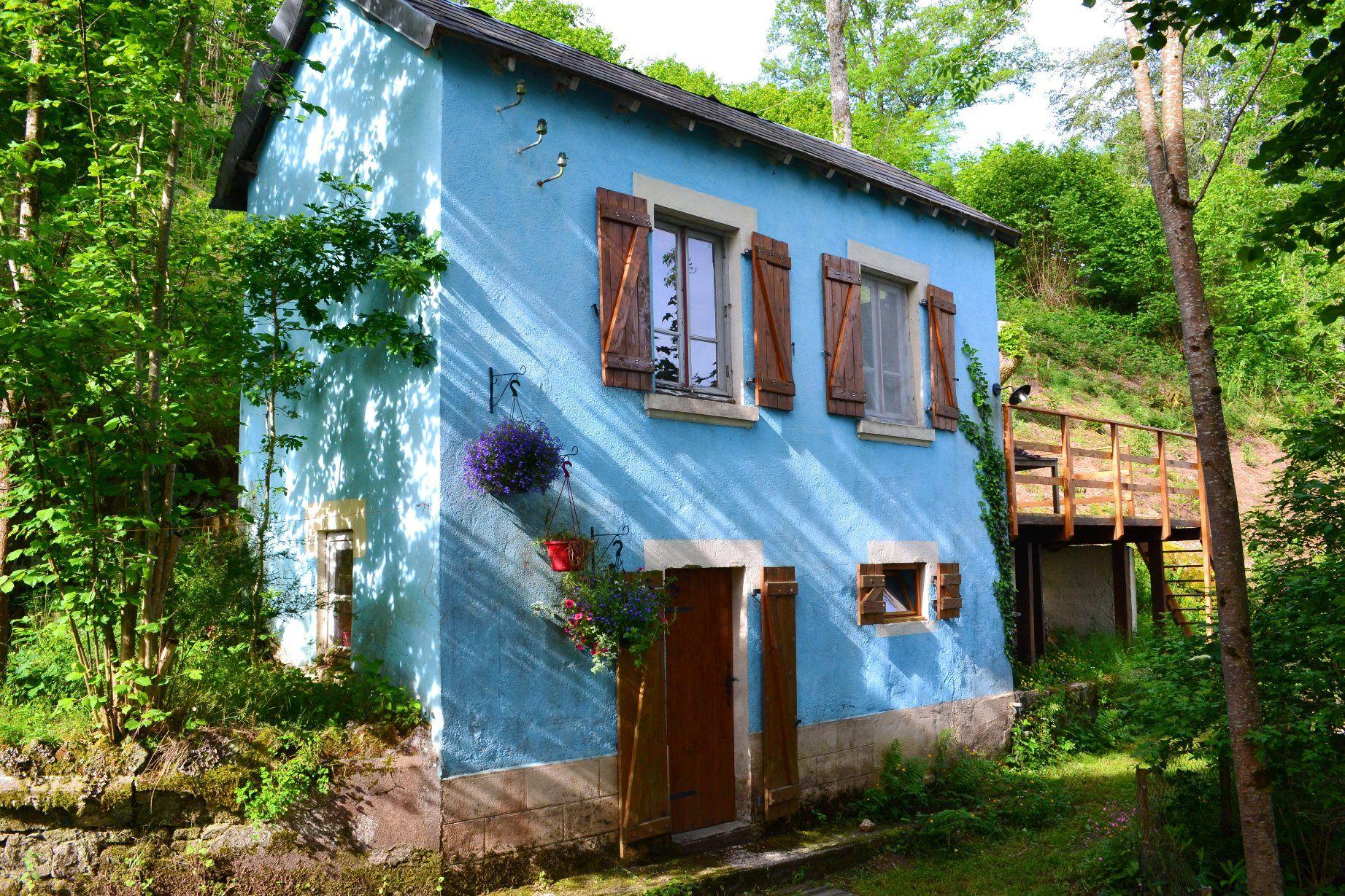 La Petite Maison Bleue au Viaduc des Fades