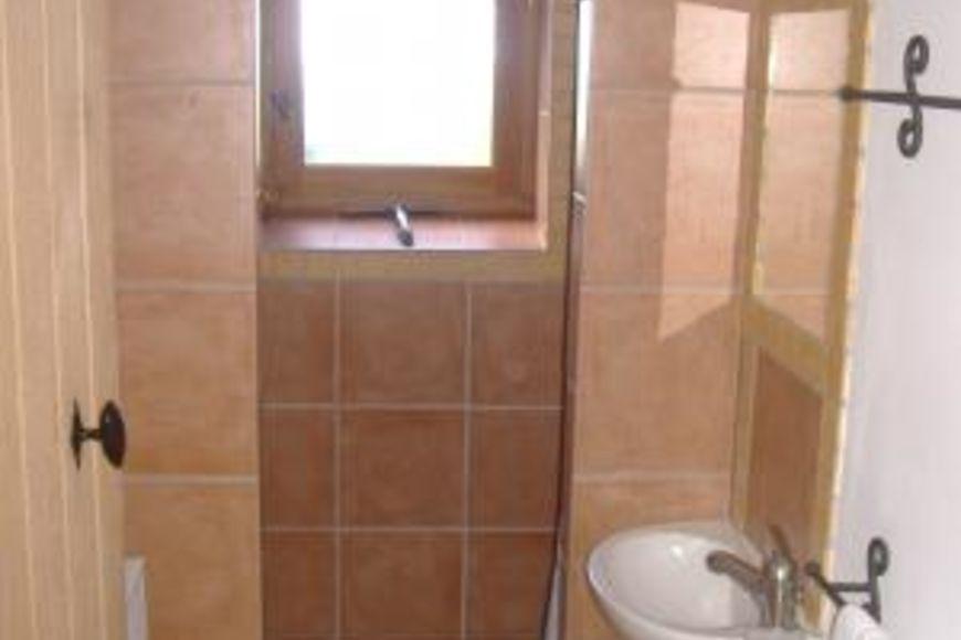 Huur vakantiehuis geneste petite grange in allier auvergne in frankrijk - Italiaanse douche mosai dat ...