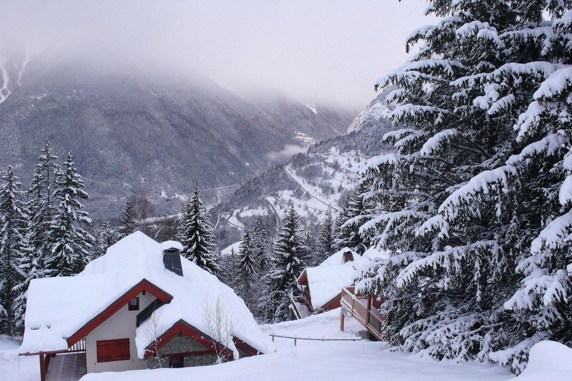 acheter chalet au pied des pistes dans les alpes d huez dans la region rh 244 ne alpes is 232 re en