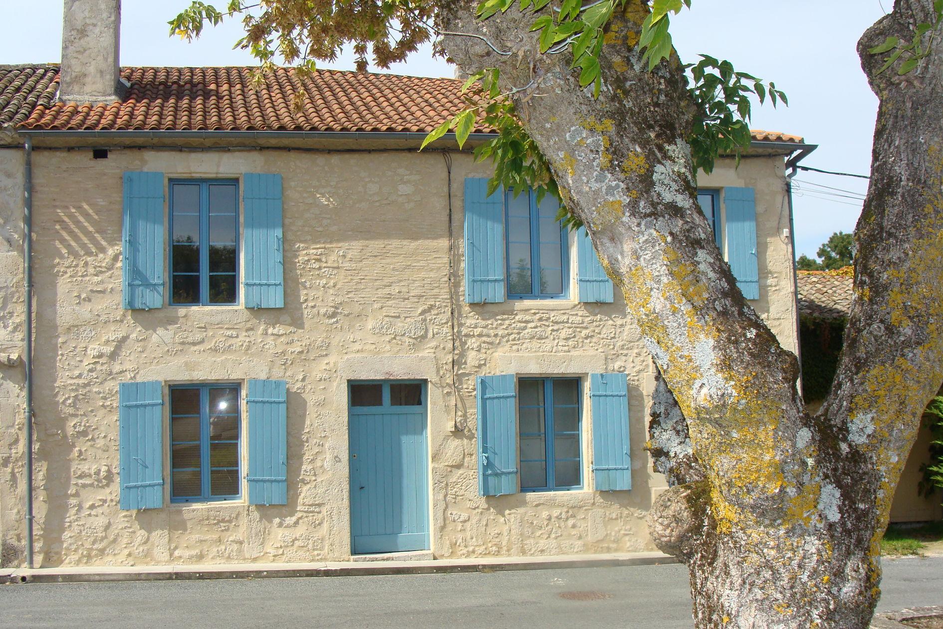 """Boutique Maison Gurson """"Dorpshuis La Maison aux Volets Bleus"""""""