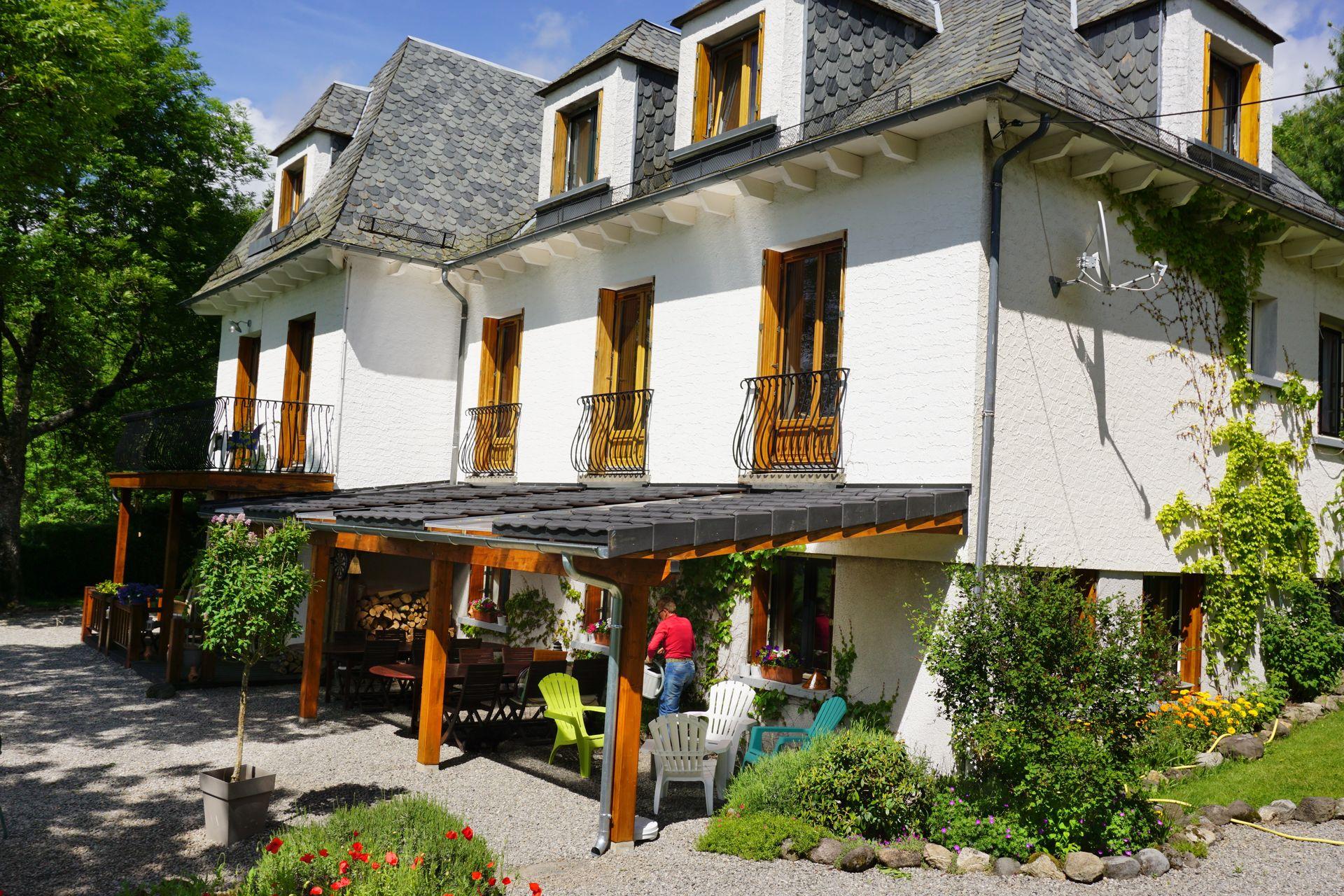 Koop Zeer goed draaiende Chambres & Tables d Hotes in de Cantal