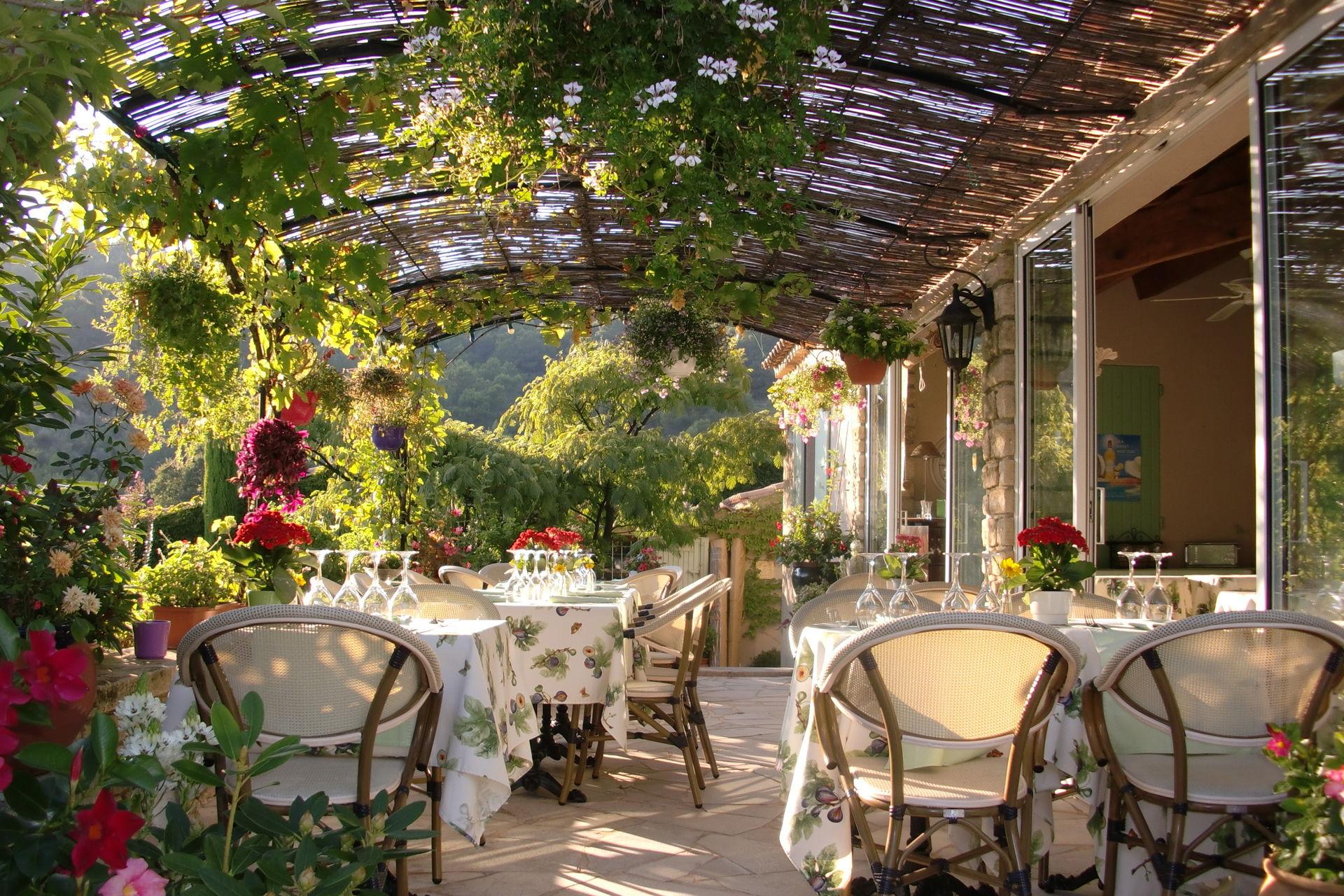 Voir la chambre d 39 h tes le grand jardin dans la r gion for Chambre d hote dans le vaucluse