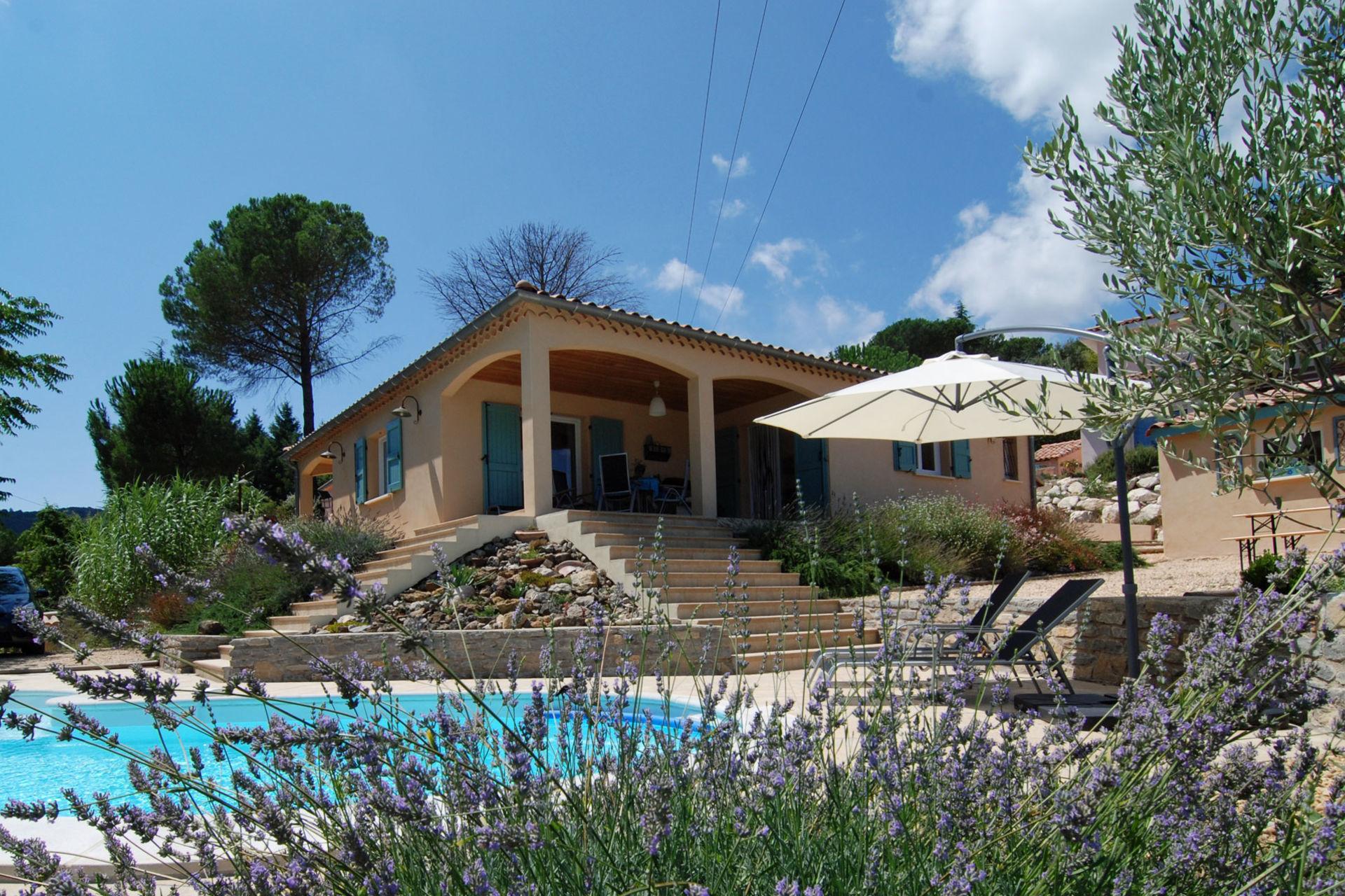 bekijk vakantiehuis villa l 39 esprit du sud in gard. Black Bedroom Furniture Sets. Home Design Ideas